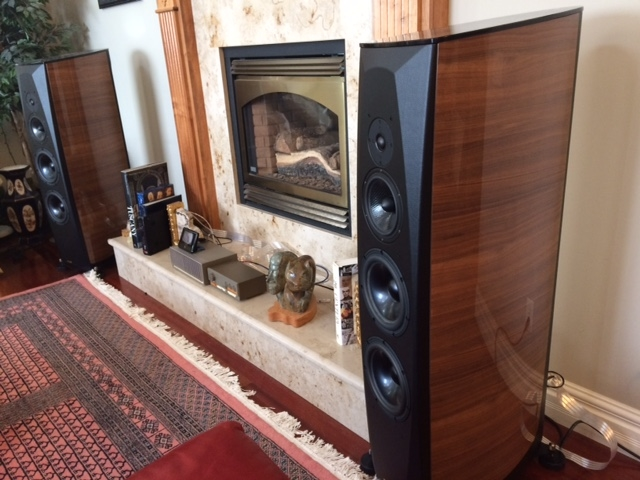 Living Room: Opera Grand Callas driven by vintage Quad 33/405