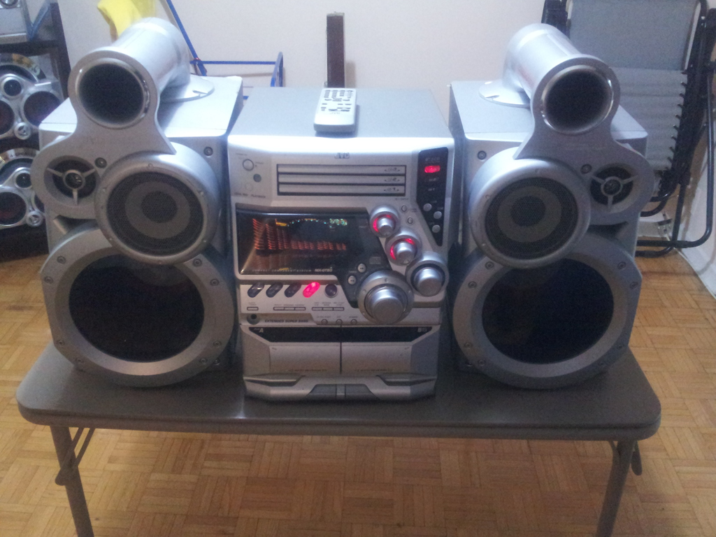 Jvc Huge Bookshelf Component Stereo With Giga Tube Sub Woofers And Remote 350 Watts For Sale