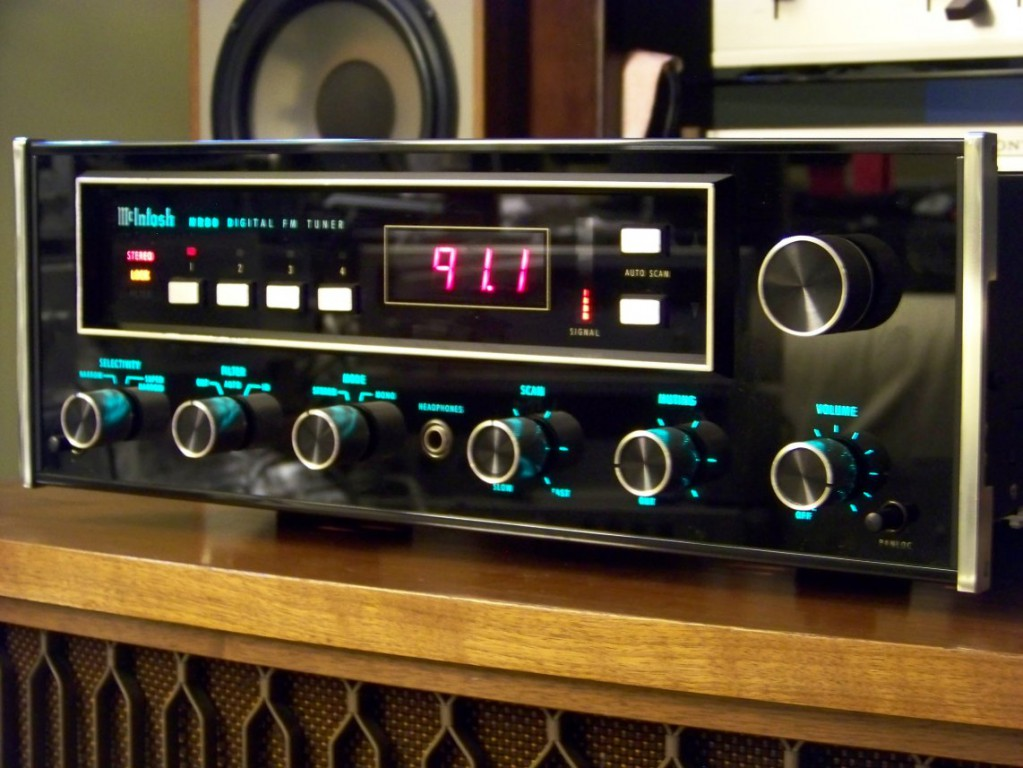 McIntosh MR80 FM tuner