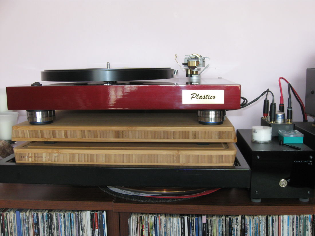 Latest additions. Ikea bamboo boards with Isoacoustic Indigo footers and Goldnote PH-1 phono pre.