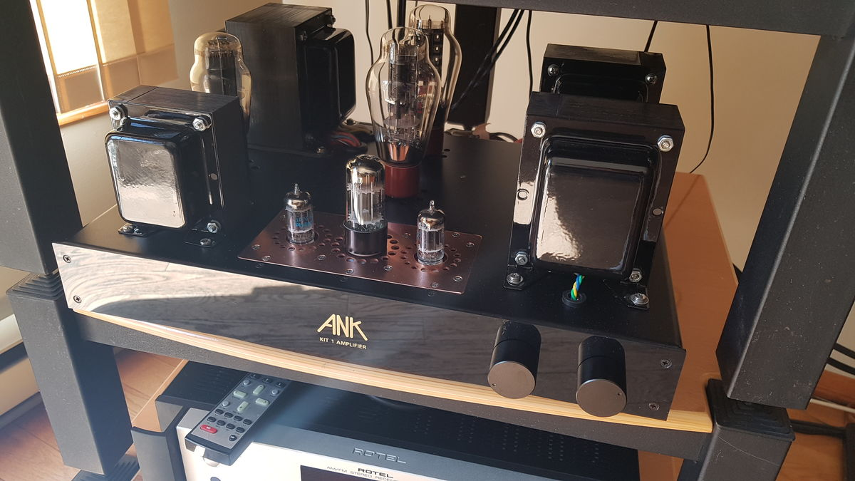 good friend and fellow cam members new tube amp, gorgeous build by Aaron Anderson @ sound hounds