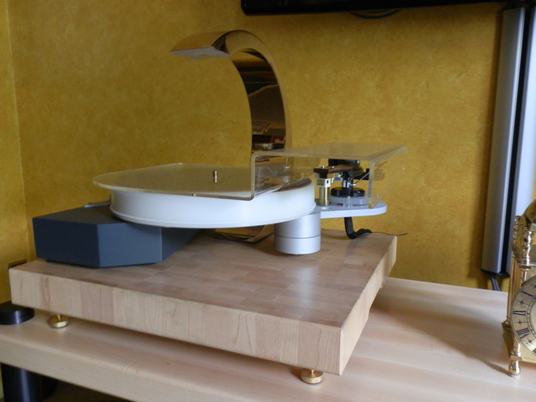 Turntable. Soulines, Satie with Nagaoka MP50 cart., Jelco 750DB arm, Jelco rosewood headshell