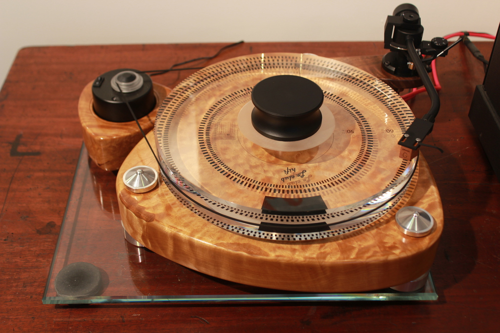 "The Classic Sound ""Reference 1"" turntable"