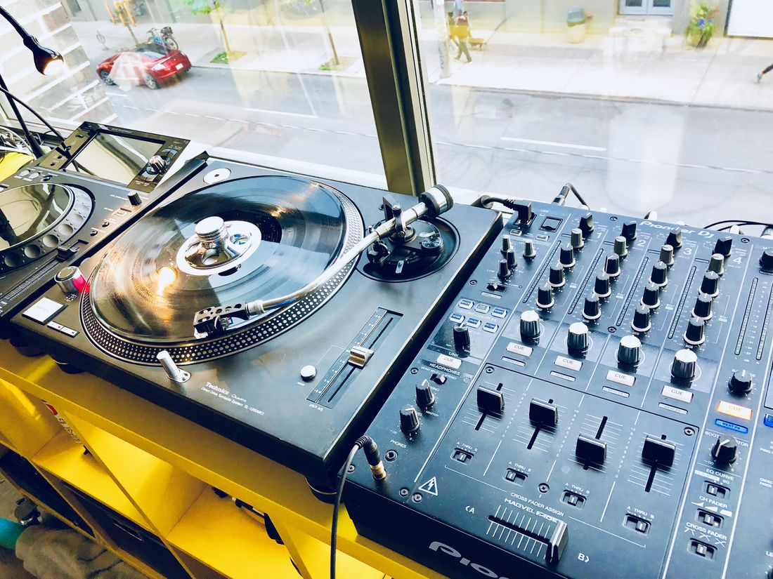 Technics 1200 MK5 and Pioneer DJM-900-Nexus-S2