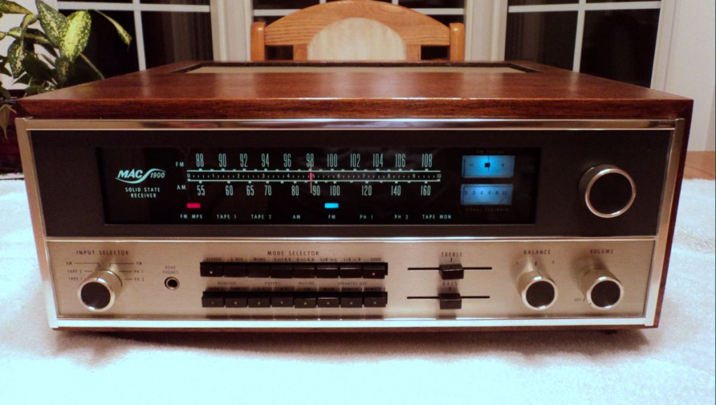 Two Mcintosh Mac 1900 Receiver S Wth Woodcase Beautifully