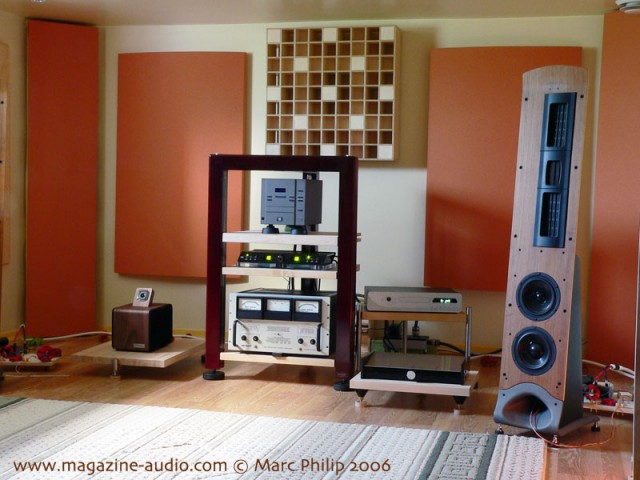 Tripode rack and shelf, acoustic treatment