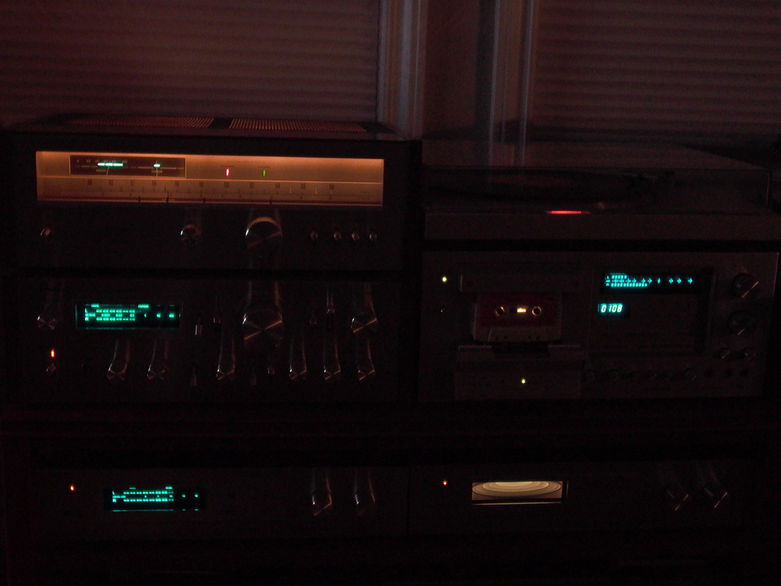 VINTAGE 1980 PIONEER SYSTEM IN THE DARK