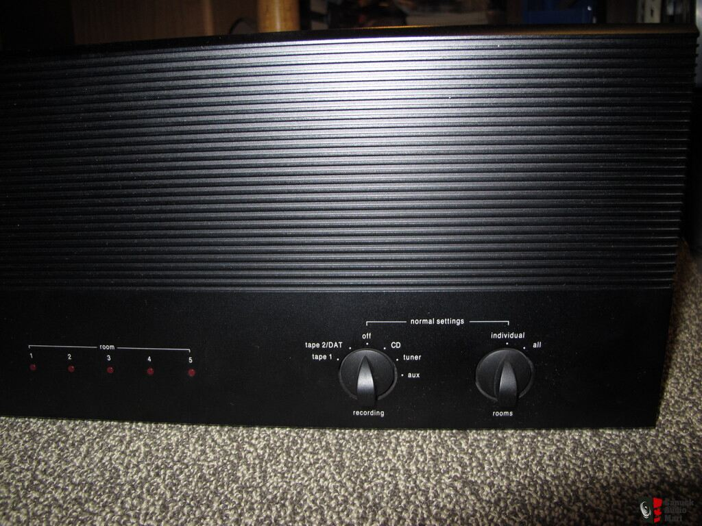 adcom gfb 800 whole home audio distribution preamp photo 1026046 rh canuckaudiomart com