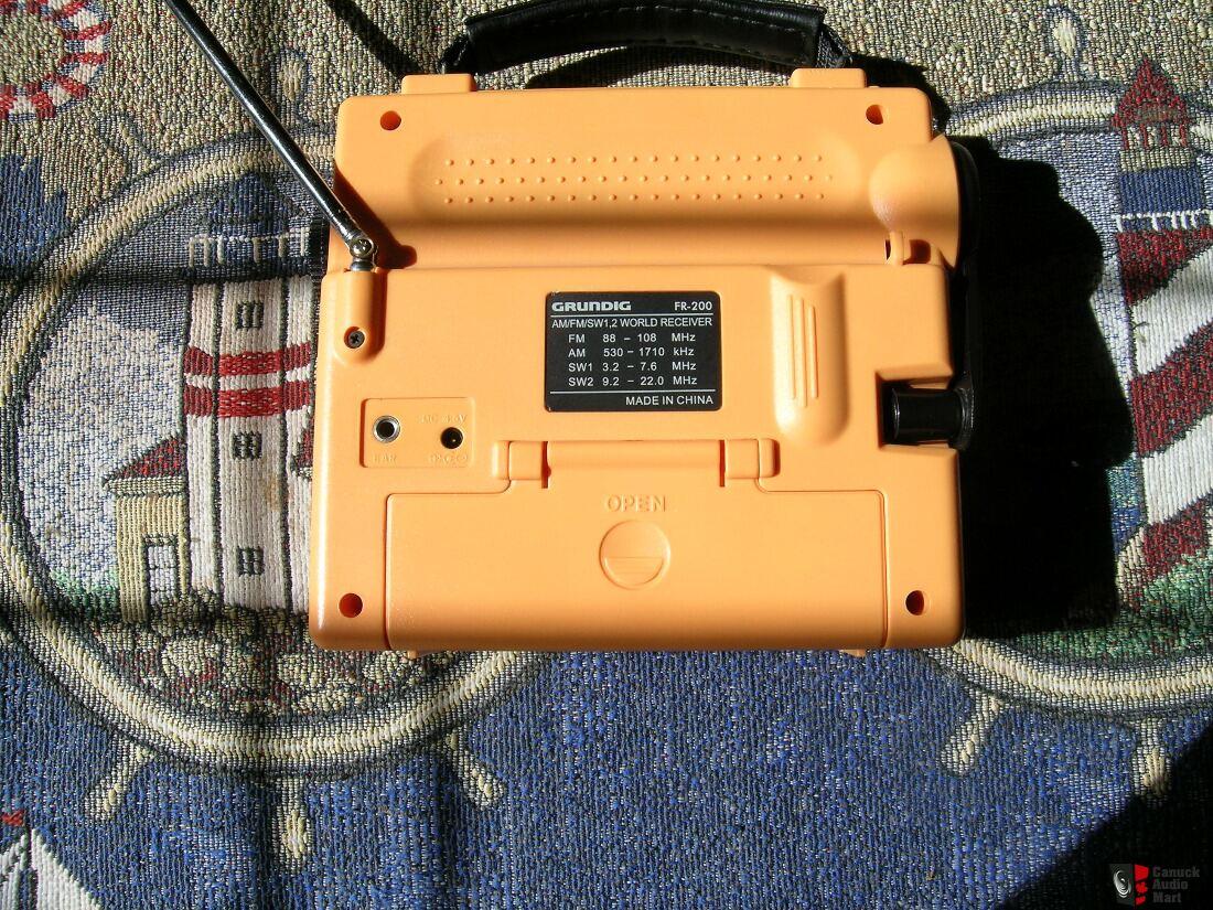 Grundig FR200 Emergency Wind Up Radio AM/FM/Shortwave Radio