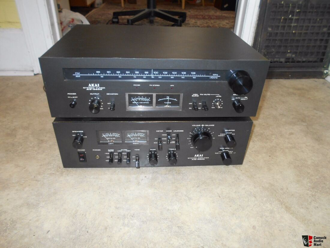 Vintage  Akai AT 2600 stereo tuner.  AWESOME!