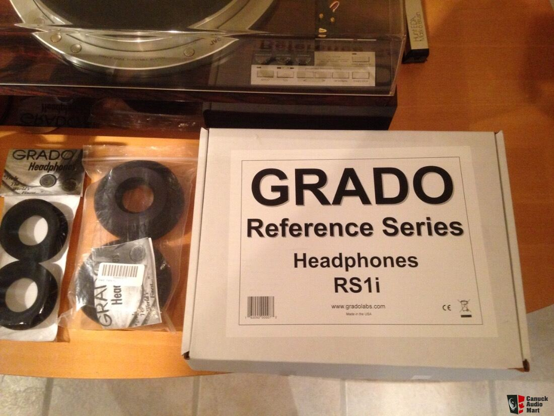 Grado RS1i (w/adapter and 3 sets of pads)