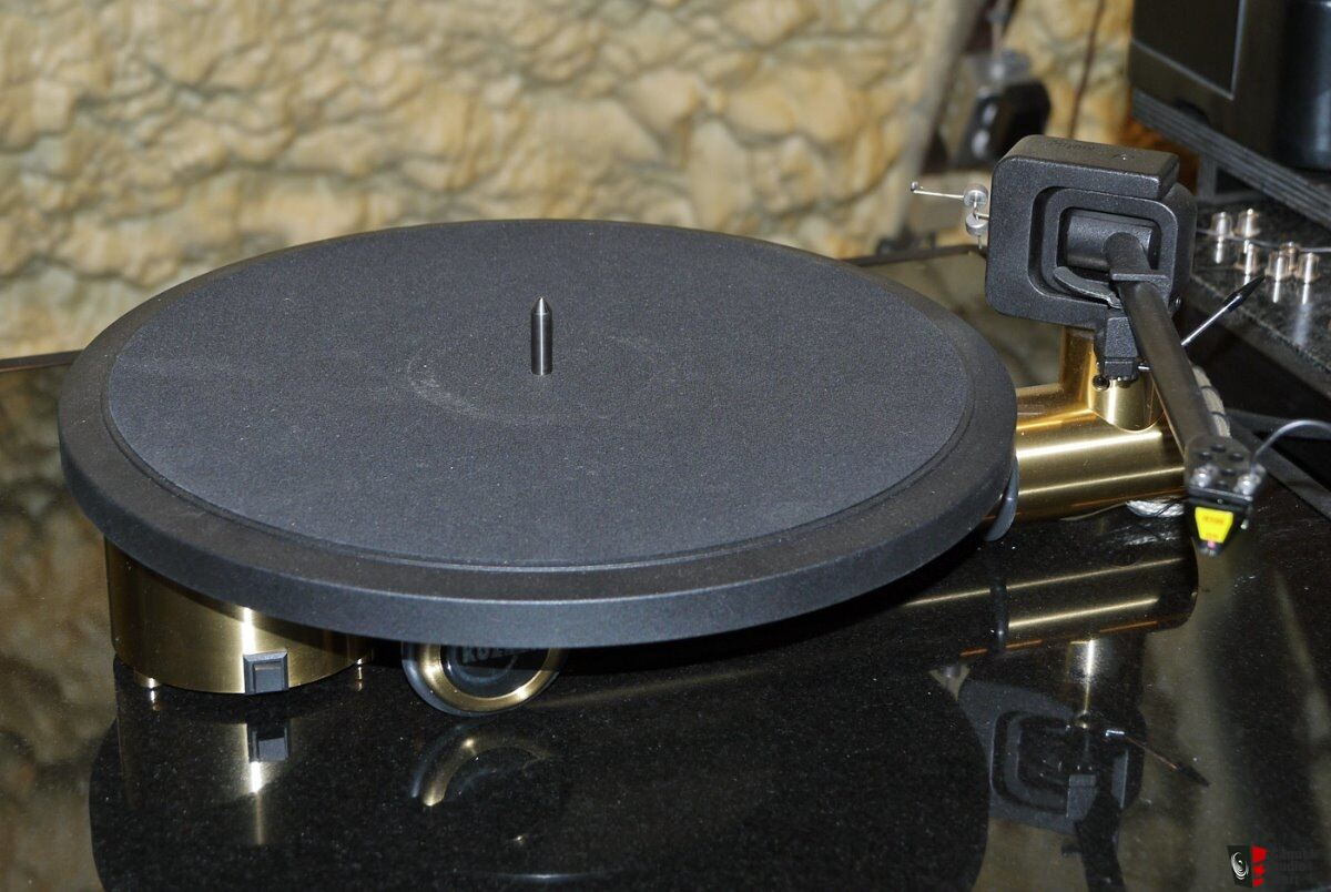 Kuzma Stabi S Turntable with Stogi Tonearm and ZYX R100H cartridge