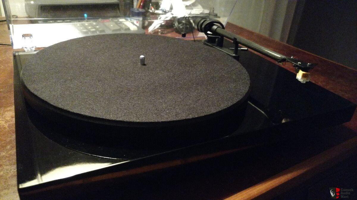 Super clean Pro-Ject Debut Carbon turntable Photo #2011584