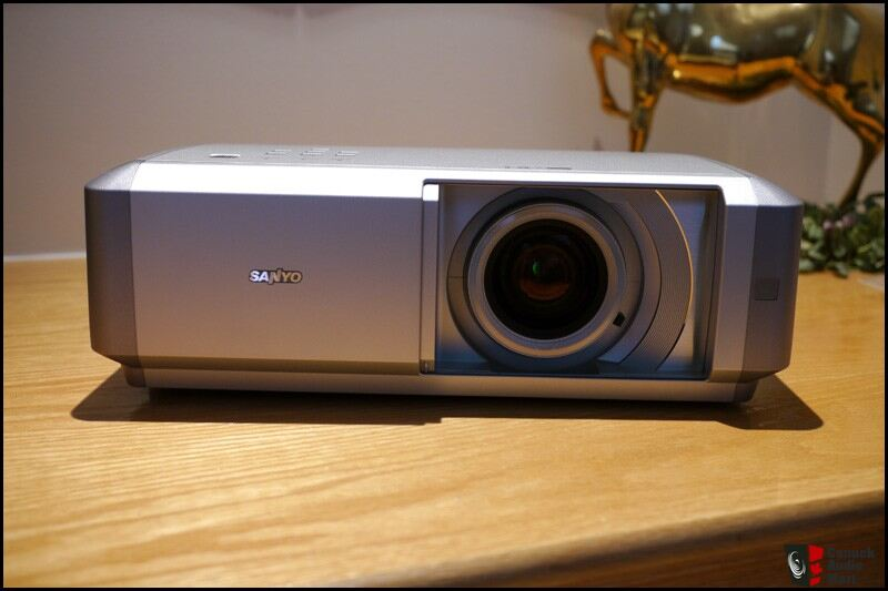 sanyo plv z4 z4 projector mint only 550 shipped photo 240080 canuck audio mart. Black Bedroom Furniture Sets. Home Design Ideas