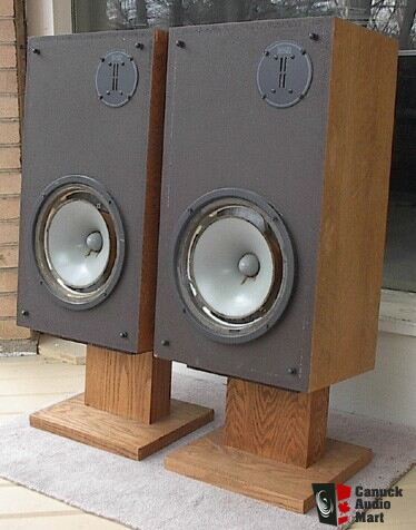 Infinity RSa speakers with stands in blonde oak Photo #41011
