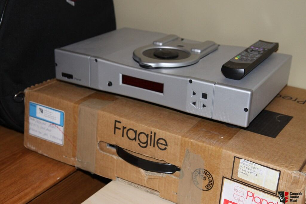 rega planet 2000 silver w remote and box mint cond