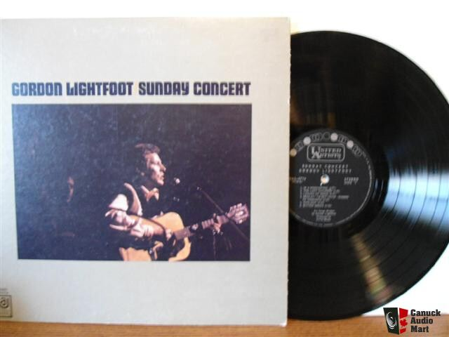 GORDON LIGHTFOOT - SUNDAY CONCERT - LIVE AT MASSEY HALL 1969