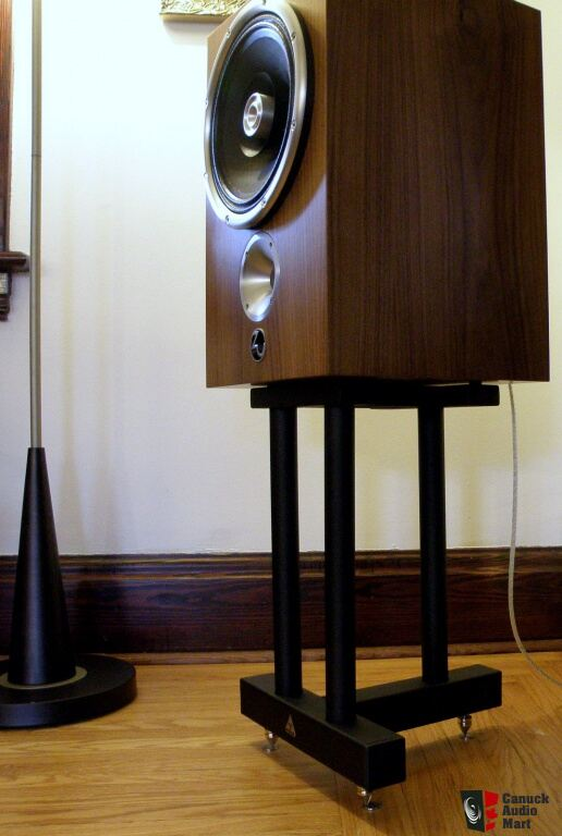 Pair of solid oak speaker stands For Sale - Canuck Audio Mart