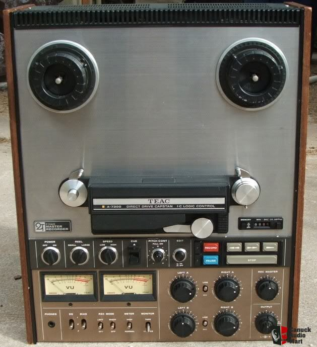 teac a-7300 2-tracks reel to reel Photo